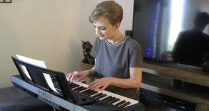 Emily Playing Yamaha PSR-E273